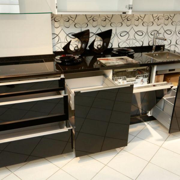 Nolte Küche Angebot Glastec Weiß Schwarz (10)