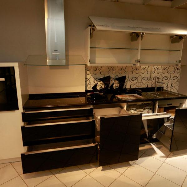 Nolte Küche Angebot Glastec Weiß Schwarz (11)