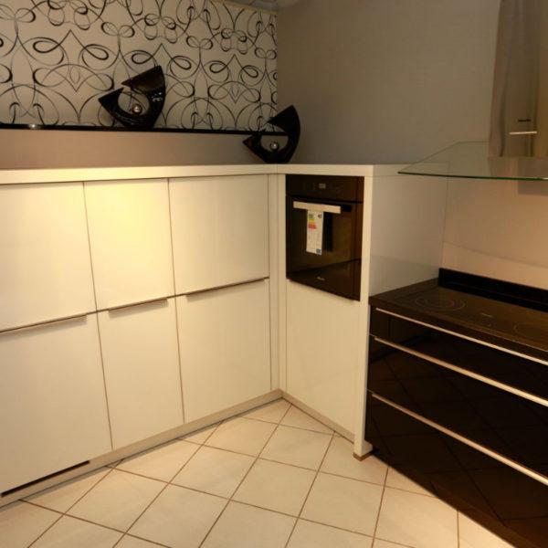 Nolte Küche Angebot Glastec Weiß Schwarz (3)