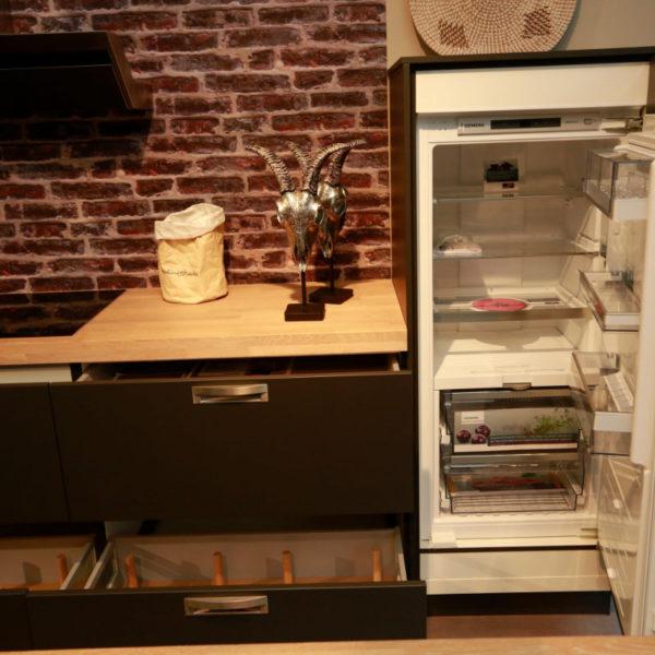 Schüller Küche Biella Lavaschwarz Angebot (7)